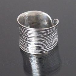 Homorú bordás ezüst gyűrű