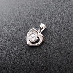 Cirkónia szív medál közepén kővel