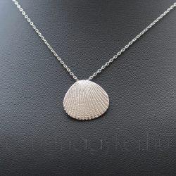 Ezüst kagyló medál nyakláncon