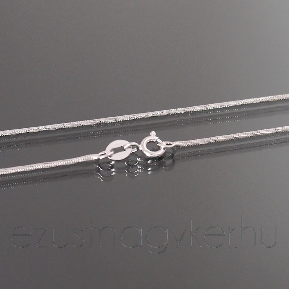 56a640252 Ezüst nyaklánc vésett kígyó