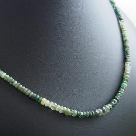 Fűzött nyakláncok ezüst kiegészítőkkel