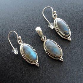 Valódi köves ezüst garnitúrák